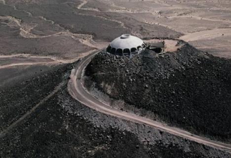 desert-bunker-hilltop-home